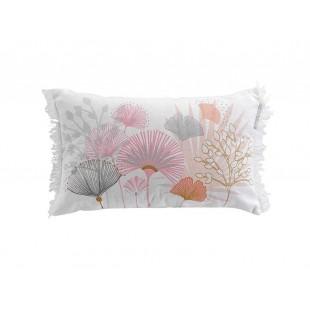 Biely dekoračný vankúš s rastlinným motívom a strapčekmi