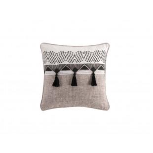 Bavlnený dekoračný vankúš s geometrickým vzorom a strapčekmi