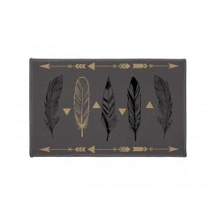Sivý dekoračný koberček s motívom pierok