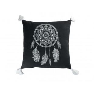 Čierny dekoračný vankúš so vzorom lapača snov a strapčekmi