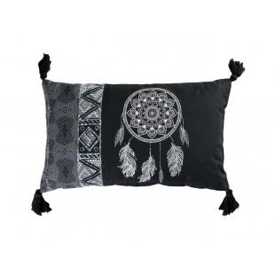 Čierny dekoračný vankúš s lapačom snov a strapčekmi