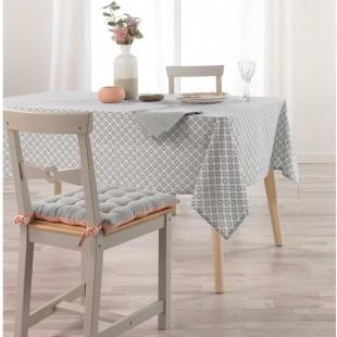 Sivý vzorovaný obrus na stôl