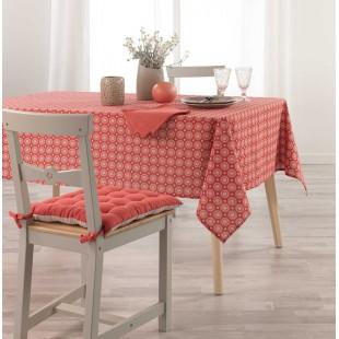 Červený vzorovaný obrus na stôl