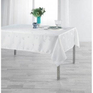Biely obrus na stôl s jemným rastlinným motívom