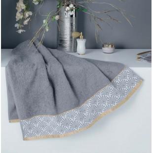 Sivý bavlnený kúpeľňový ručník so vzorom