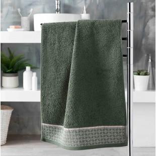 Zelený bavlnený kúpeľňový ručník so vzorom