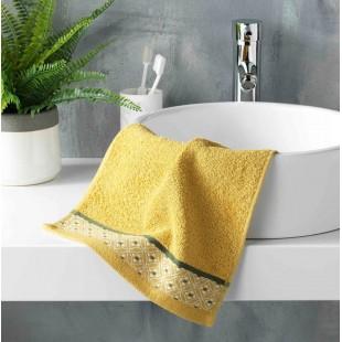Žltý bavlnený kúpeľňový ručník so vzorom