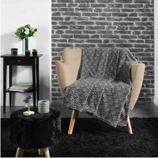 Čierno-biela vzorovaná príjemná deka