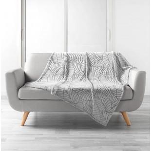 Sivá plyšová deka so vzorom lístočkov