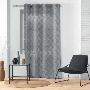 Sivá záclona so strapčekovým cik-cak vzorom