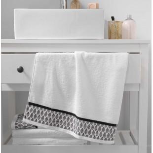 Biely bavlnený kúpeľňový ručník s lístočkami