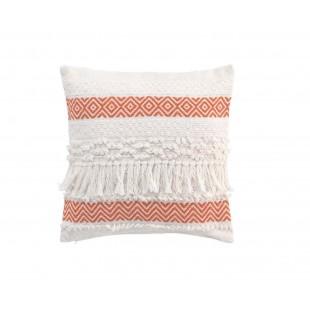 Biely dekoračný vankúš s oranžovým vzorom a strapčekmi