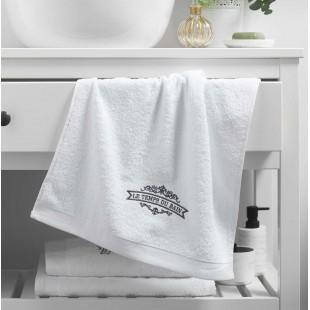 Biely kúpeľňový ručník s výšivkou