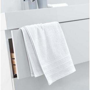 Biely jednofarebný kúpeľňový ručník