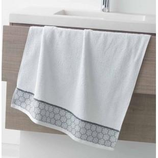 Biely bavlnený kúpeľňový ručník so vzorom