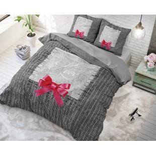 Sivá pásikavá posteľná obliečka s nápisom Love