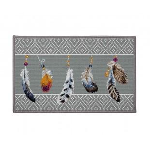 Sivý vzorovaný dekoračný koberček s motívom pierok