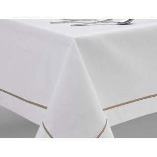 Biely obrus na stôl so svetlohnedým pásikom