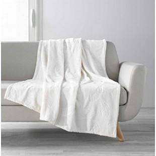 Biela mäkká jednofarebná deka s motívom pierok