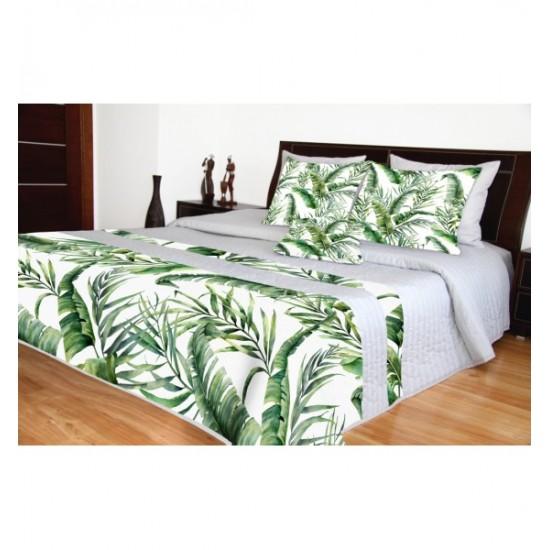 Sivý prešívaný prehoz na posteľ so zeleným rastlinným motívom
