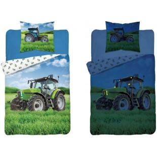 Biela v tme svietiaca posteľná obliečka so zeleným traktorom