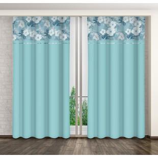 Modrý záves s kvetinovým motívom a riasiacou páskou