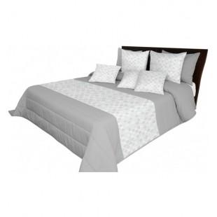 Sivý prešívaný prehoz na posteľ s bielym pásom