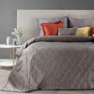Tmavobéžový zamatový prehoz na posteľ s prešívaním