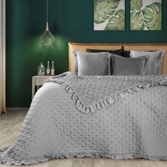 Sivý prehoz na posteľ s ozdobným lemom