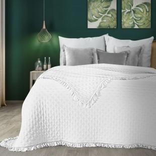 Biely prehoz na posteľ s ozdobným lemom