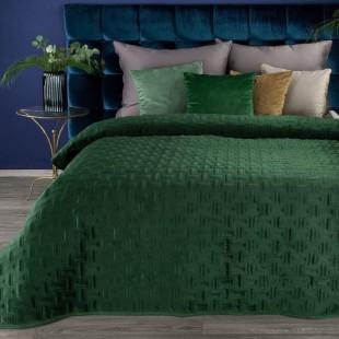 Jemný zelený zamatový prehoz na posteľ so vzorom