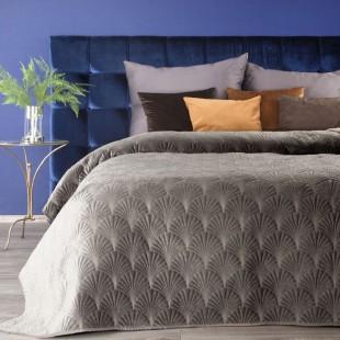 Tmavobéžový zamatový prehoz na posteľ s prešívaným vzorom