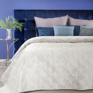 Krémový zamatový prehoz na posteľ s prešívaným vzorom