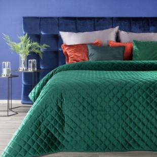 Zelený zamatový prešívaný prehoz na posteľ