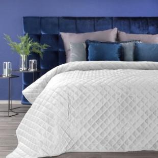 Biely zamatový prešívaný prehoz na posteľ