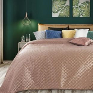 Ružový zamatový prehoz na posteľ s polkruhmi