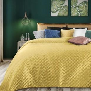 Žltý zamatový prehoz na posteľ s polkruhmi