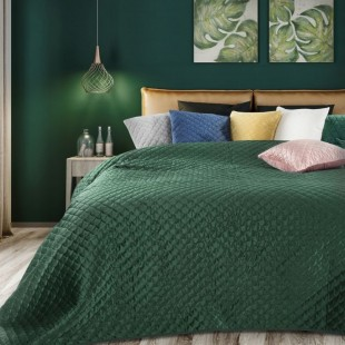 Zelený zamatový prehoz na posteľ s polkruhmi