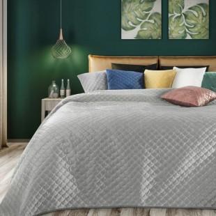 Sivý zamatový prehoz na posteľ s polkruhmi
