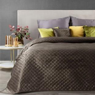 Hnedý zamatový prehoz na posteľ s polkruhmi