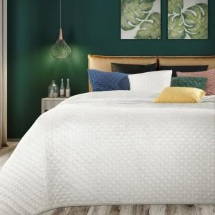 Svetlokrémový zamatový prehoz na posteľ s prešívaním