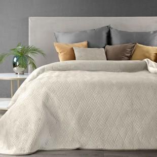 Krémový zamatový prehoz na posteľ s paličkovým vzorom