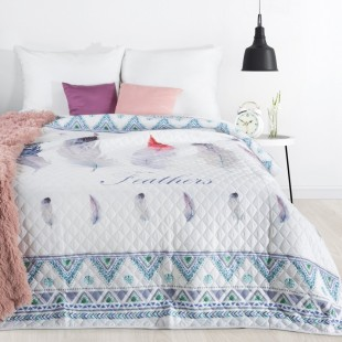 Biely prešívaný prehoz na posteľ s motívom pierok