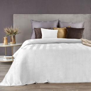 Biely zamatový prehoz na posteľ s cik-cak prešívaním
