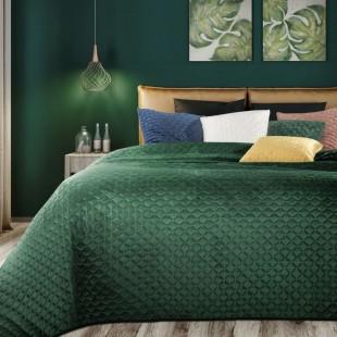Tmavozelený zamatový prehoz na posteľ s prešívaním