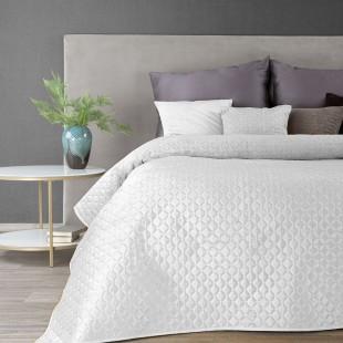 Biely zamatový prehoz na posteľ s prešívaním