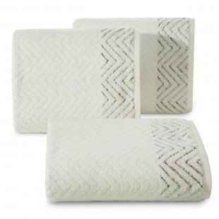 Krémovy kúpeľňový ručník s hnedým cik-cak vzorom