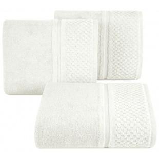 Krémový jednofarebný kúpeľňový ručník s jemným zdobením