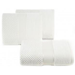 Krémový kúpeľňový ručník s ozdobným prešívaním