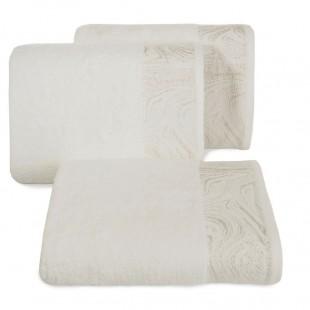 Krémový ručník so vzorovaným pásom